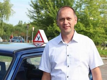 Автоинструктор автошколы Пётр Николаевич